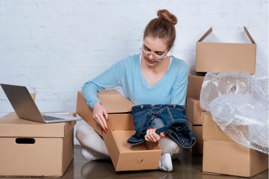 organizar ropa para una mudanza
