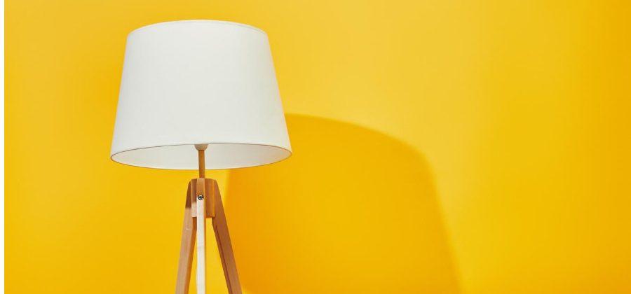 embalar las lámparas para una mudanza